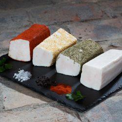 Ausschlißlich aus kernigem Rückenspeck mit Meersalz gesalzen - verfeinert mit Edelpaprika, Knoblauch oder Kräuter der Provence